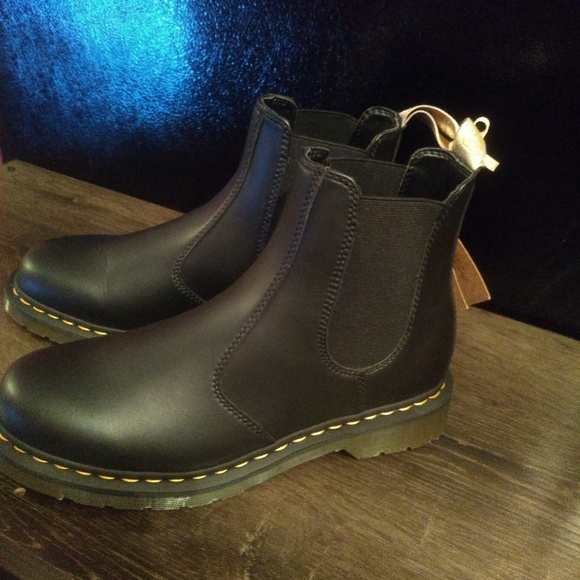0a67a705835 Dr. Martens 2976 Chelsea Boot, Adult Unisex, Size: NWT